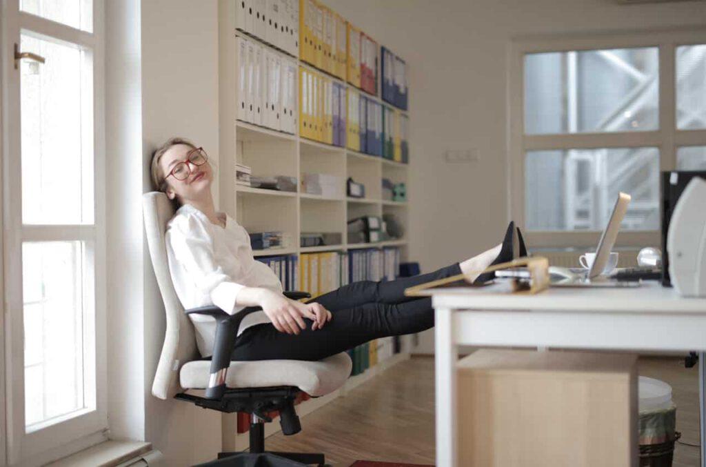 praca w administracji biurowej